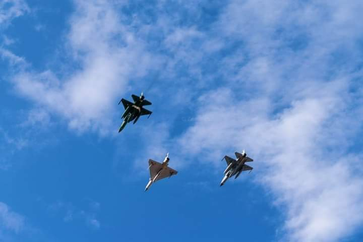 PAF JF-17 Thunder with Qatari Mirage-2000 leading the flypast on Qatar National Day Parade 2019